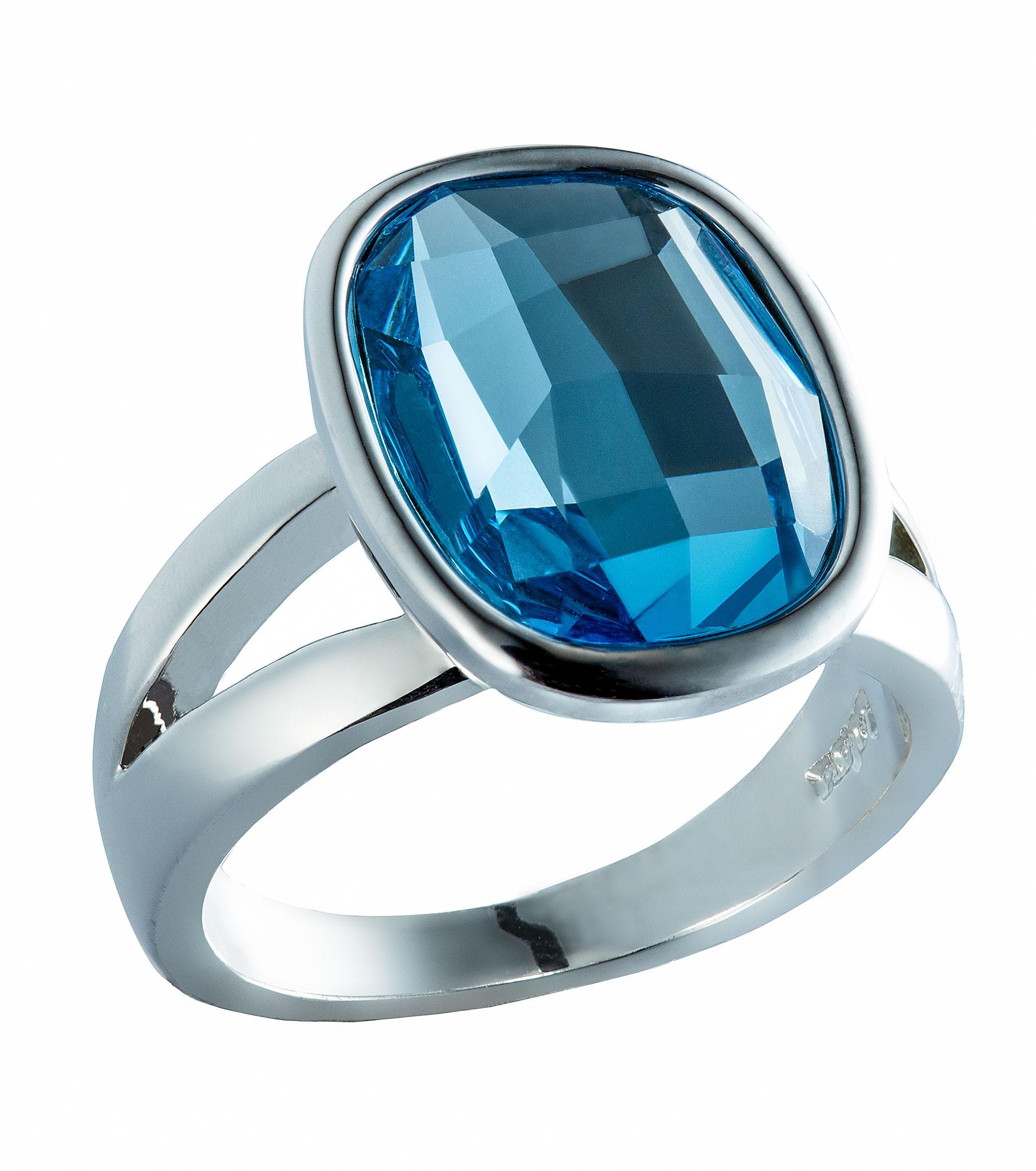 Blue ring packshot, jewelry photohraphy